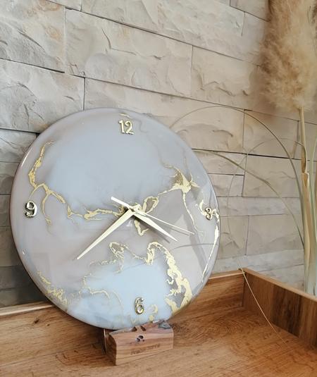 Epoksi smola kao materijal za dekorativan sat