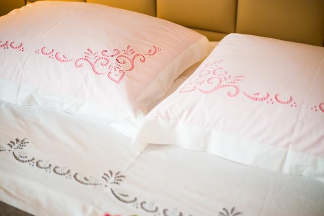 jastučnice s ručno izvezenim motivima